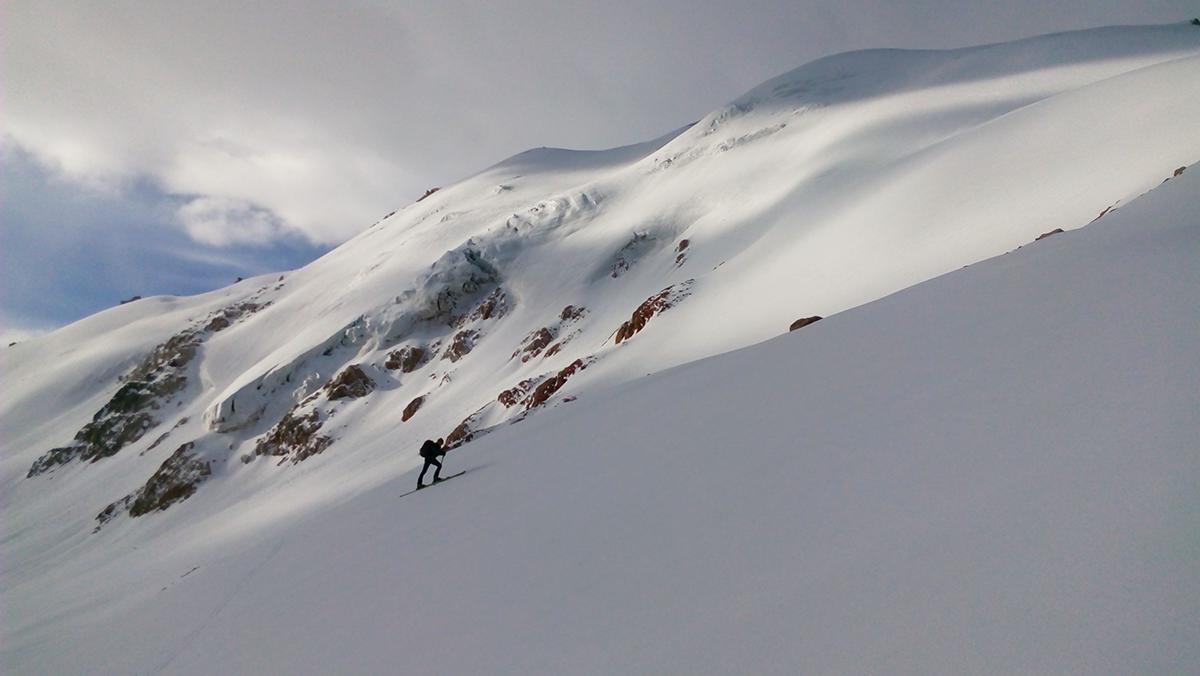 Peak Molodezhny – one peak, a huge variety of lines
